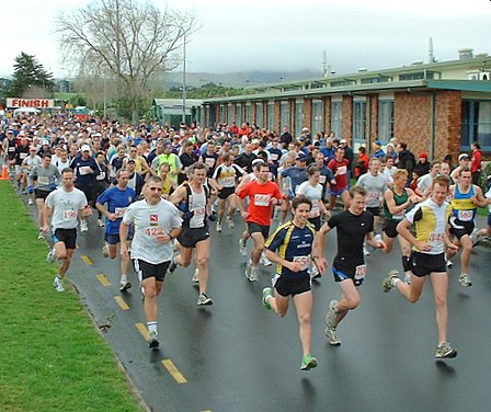 Start of the 'Manawatu.com Manawatu Striders Half Marathon 2005' - outside Massey University (Turitea Campus) Recreation Centre, Manawatu, New Zealand - 14 August 2005